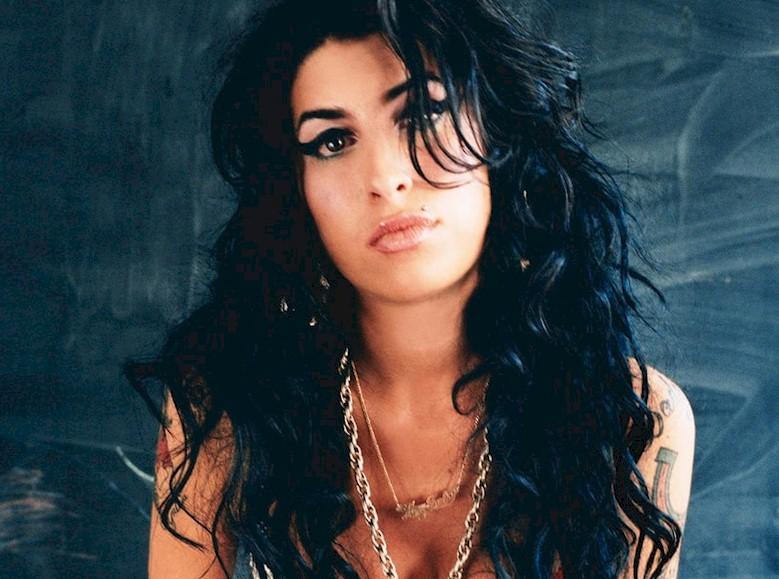 Amy Winehouse: mãe relata últimos momentos da filha em livro