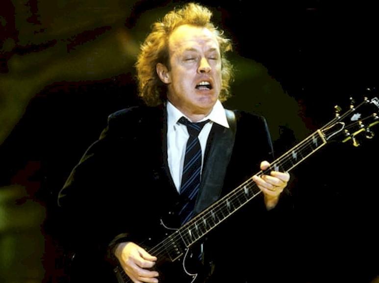 """AC/DC: """"Axl Rose quer continuar"""", diz Angus Young"""