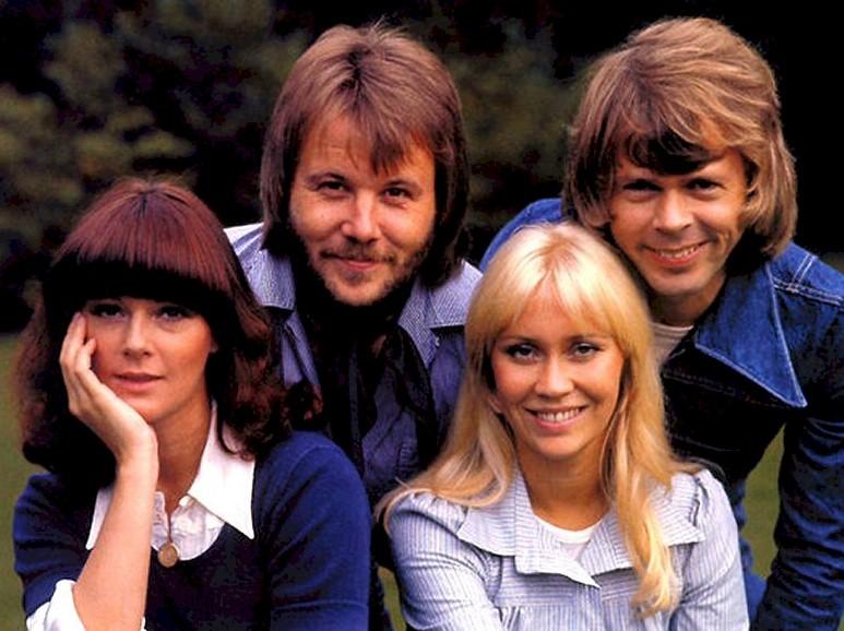 """ABBA: 30 anos depois, grupo retorna para cantar """"You and I"""""""