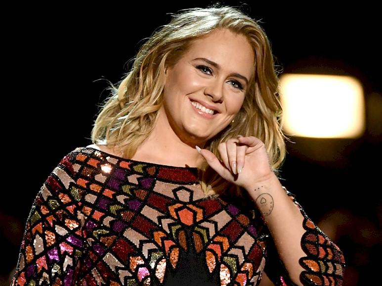 Adele: namorado homenageia cantora em show nos EUA