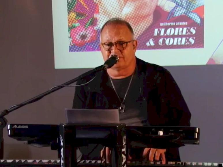 """Guilherme Arantes lança novo álbum """"Flores & Cores"""" durante live pela ONErpm"""
