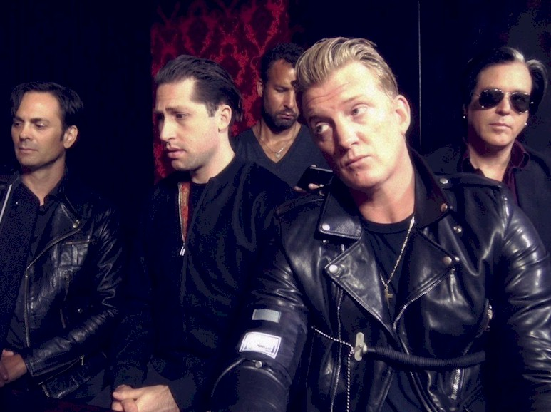 "Queens of The Stone Age: ""Villains"" alcança o primeiro lugar no Reino Unido"