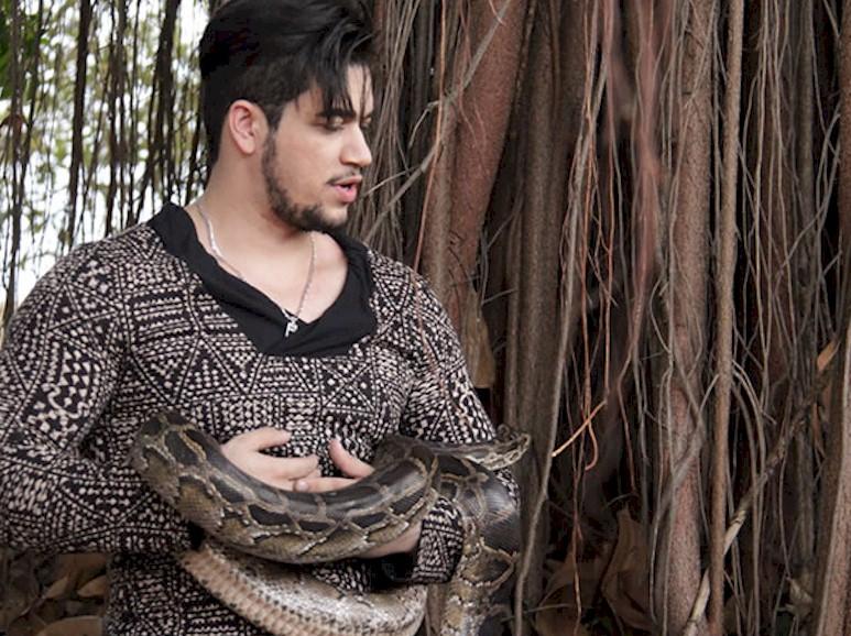 "Allisson Rodrigues lança o novo clipe ""Serpente"". Assista"
