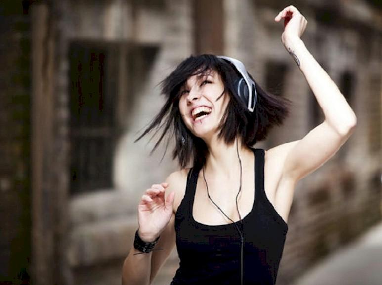"""Pesquisa aponta que os brasileiros consideram a música """"uma parte importante da vida"""""""