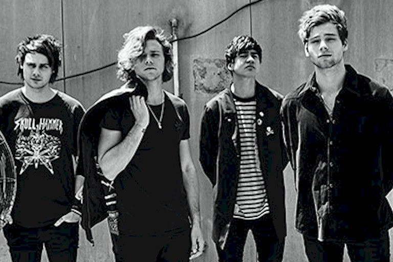 "5 Seconds of Summer lança ""Youngblood"", faixa-título do novo álbum"