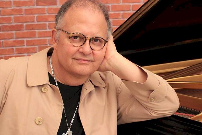 """Guilherme Arantes: álbum """"Crescente"""" é relançado em formato digital"""