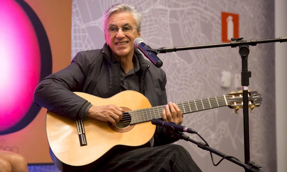 """Entrevista com Caetano Veloso: """"Fico feliz de estar com os meus filhos no palco"""""""