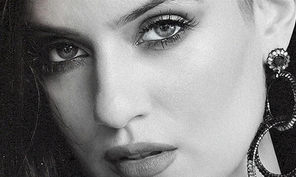 """Entrevista com a cantora Clau: """"Meus fãs me motivam a fazer um trabalho cada vez maior"""""""