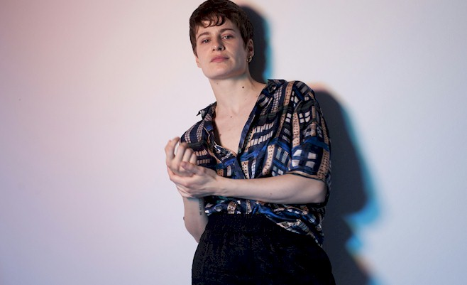 "Christine and The Queens: confira a nova versão de ""Comme Si"""
