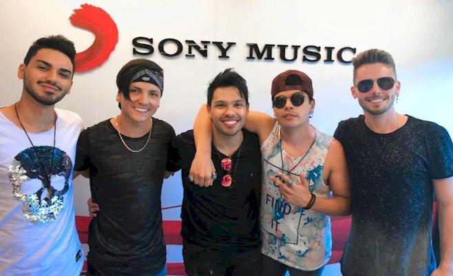 Banda Muranno assina com a Sony Music