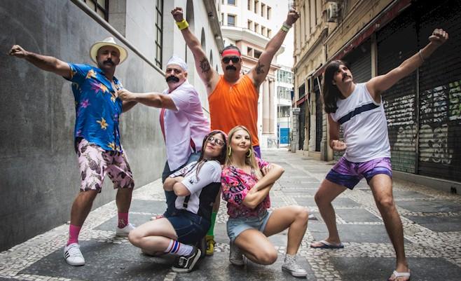 """Marilia Gabriela lança novo clipe e single """"Minha Vida Tá Fumando Um"""""""