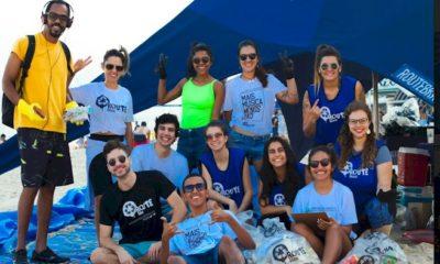 Adriana Calcanhotto participa de ação para limpeza da Praia do Leblon