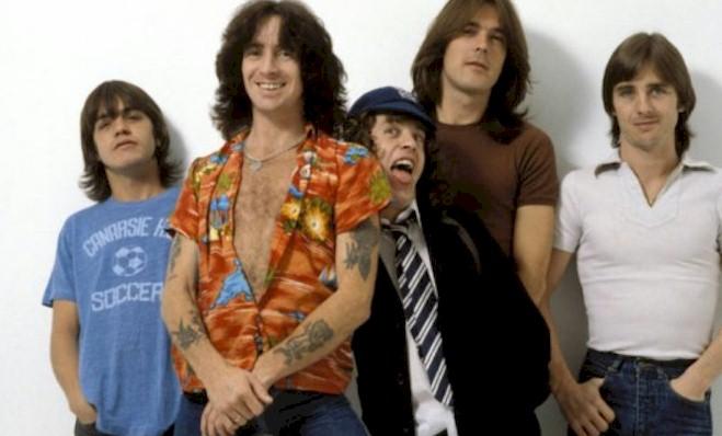 """AC/DC: 40 anos de """"Highway To Hell"""" será celebrado com vídeos raros e inéditos"""