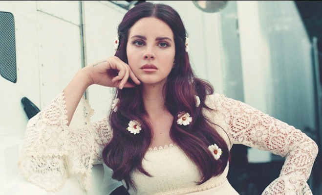 "Lana Del Rey apresenta versões para ""Season Of The Witch"" e ""Looking For America"""