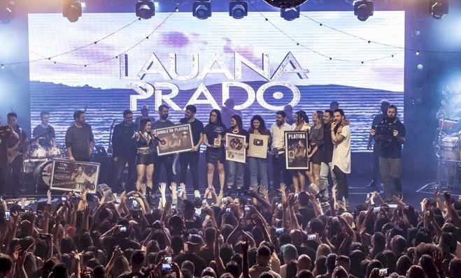 Lauana Prado conquista certificados de diamante triplo, platina e ouro