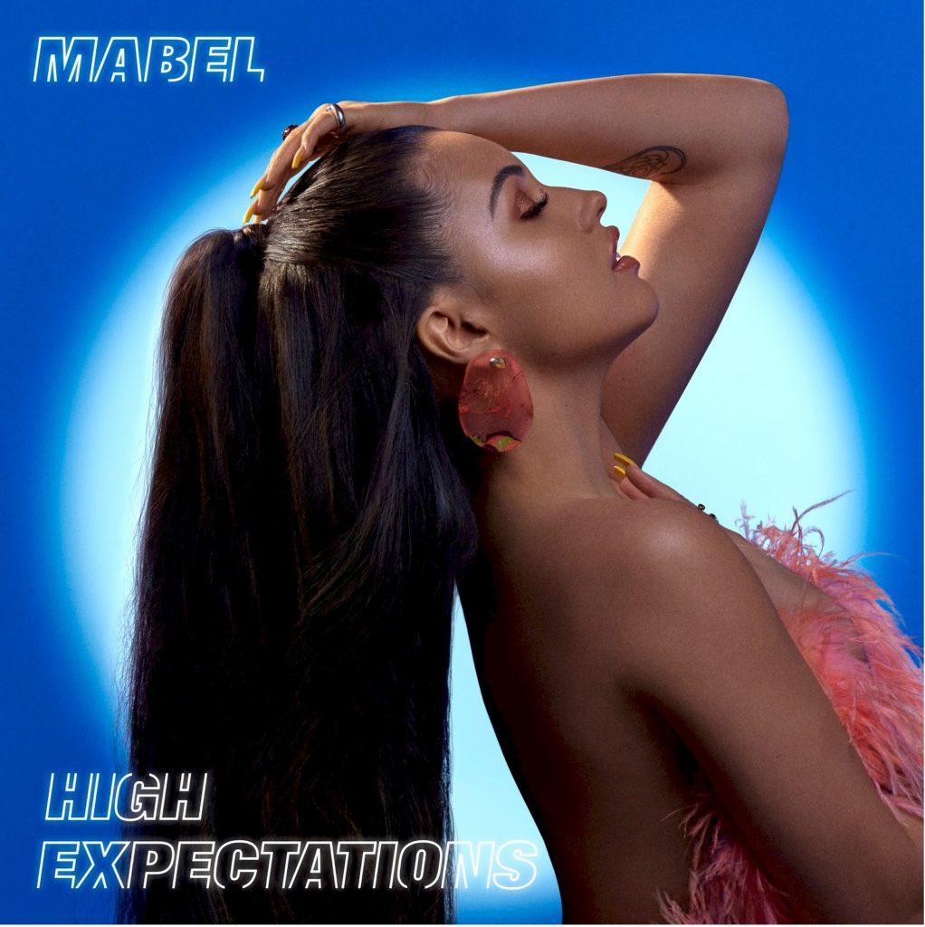 """Revelação do pop, Mabel lança álbum de estreia """"High Expectations"""""""