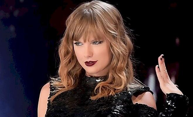 """Taylor Swift: audição do álbum """"Lover"""" contou com fãs em Londres"""