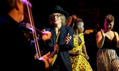 """The Waterboys lança EP """"Ouf Of All This Blue"""""""