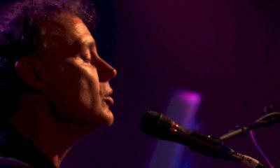 """Bruce Hornsby: confira o clipe ao vivo de """"Fortunate Son"""" com clássico de Pink Floyd"""