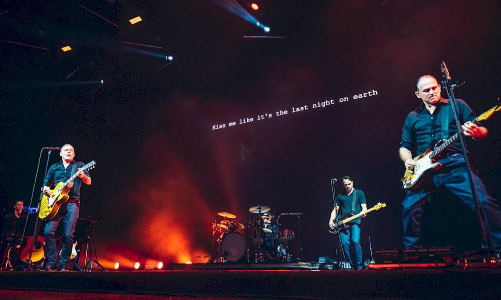 Bryan Adams faz show impecável e empolga fãs em São Paulo