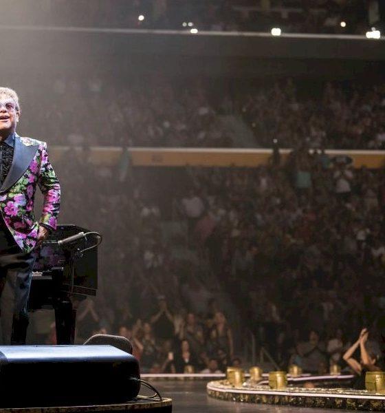 """Elton John revela que estava à """"24 horas da morte"""" em luta contra câncer"""