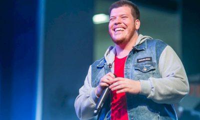 """Ferrugem se apresenta no Rio para turnê de seu recente álbum """"Chão de Estrelas"""""""