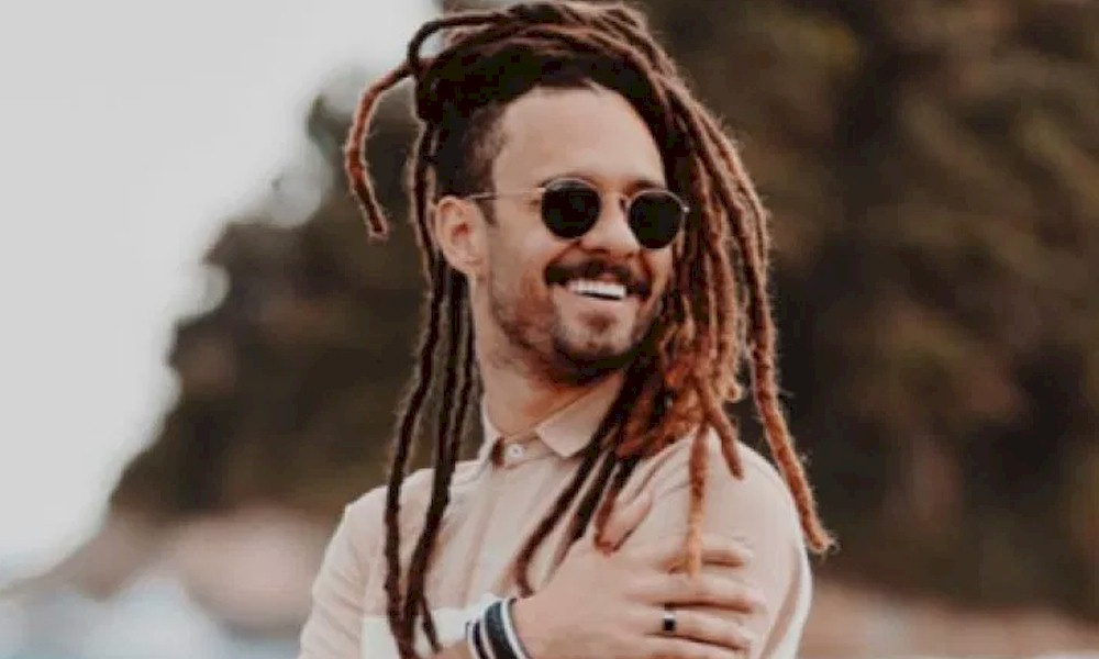 Gabriel Elias lança 'Casa de Praia' Volume II