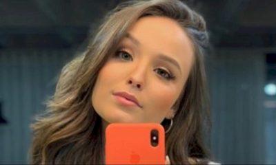 "Larissa Manoela lança o álbum ""Além do Tempo"""