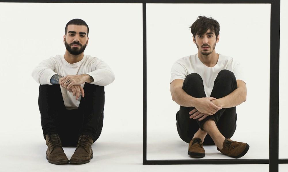 """Duo OUTROEU lança o lyric video de """"Me Beija"""""""