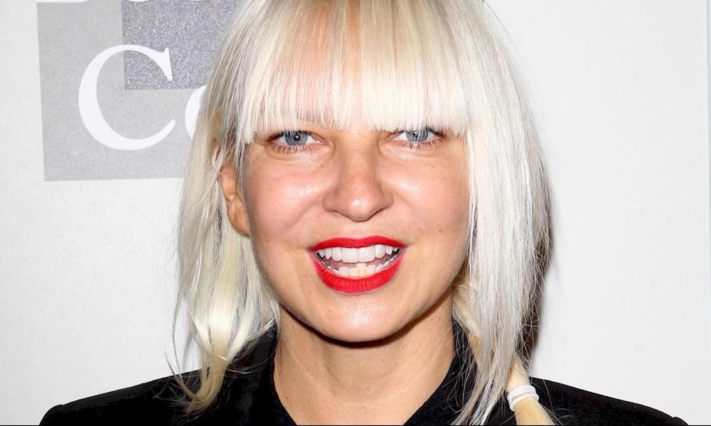 Sia revela que sofre de doença neurológica rara