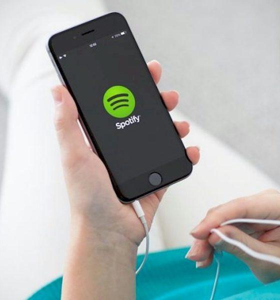Spotify permitirá a inclusão de podcasts em playlists