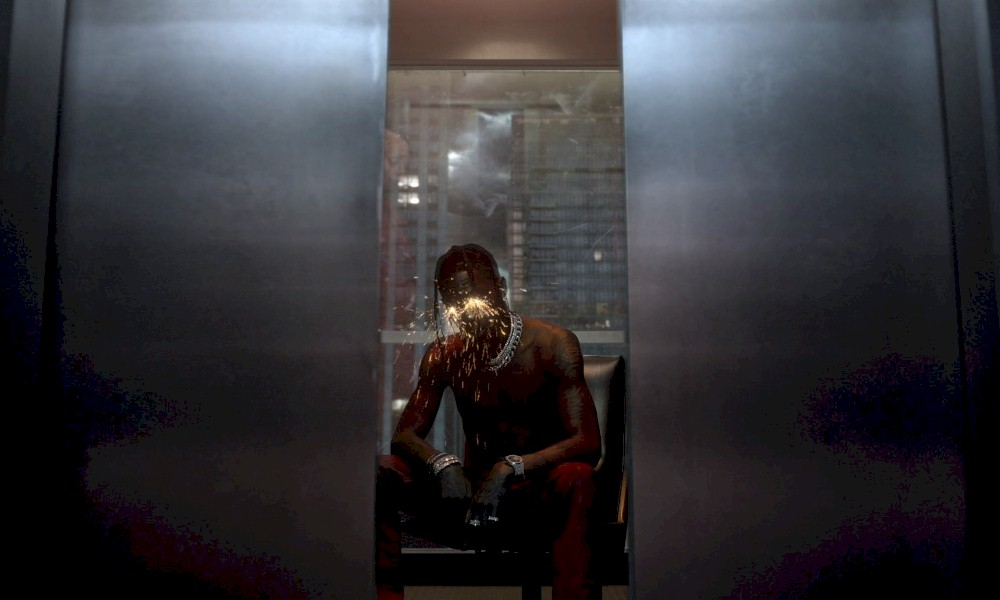"Travis Scott está de volta com o novo single e clipe, ""Highest in the Room"""