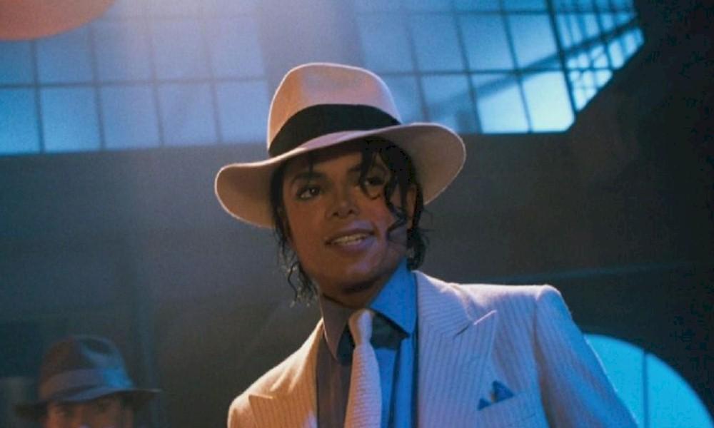 Michael Jackson: meias de cristal do cantor podem render até US$ 2 milhões em leilão