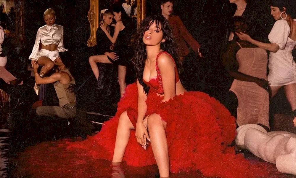 """Camila Cabello lança o aguardado álbum """"Romance"""""""