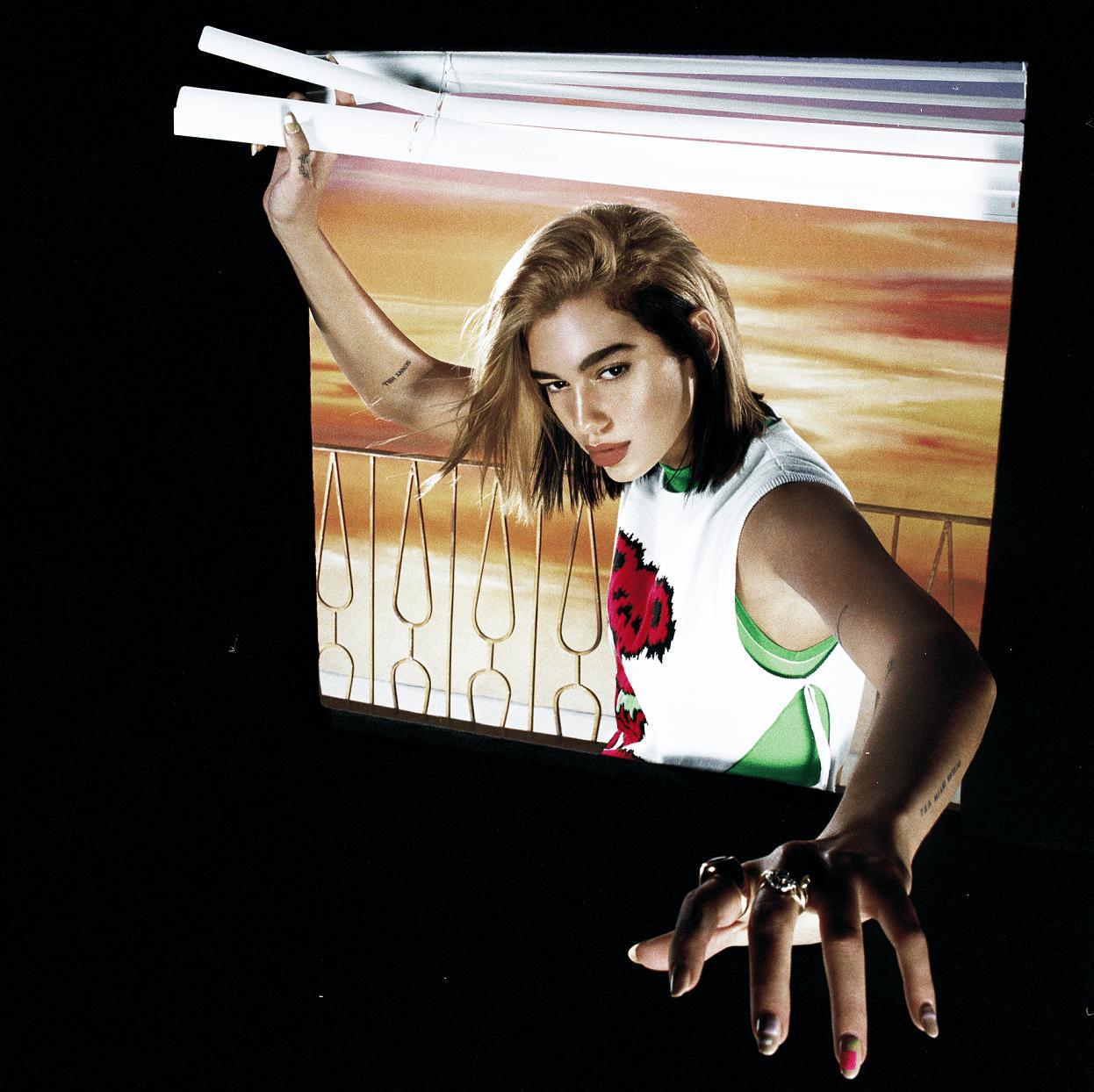 """Dua Lipa lança se inspira nos anos 1980 em seu novo single """"Future Nostalgia"""""""