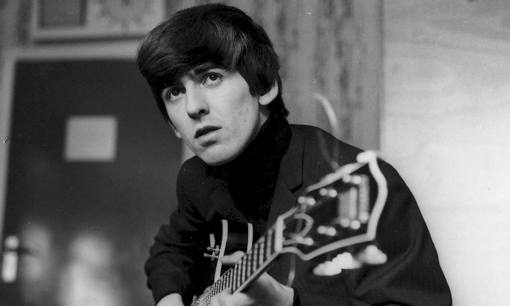 "George Harrison: manuscrito de ""While My Guitar Gently Weeps"" será leiloado"