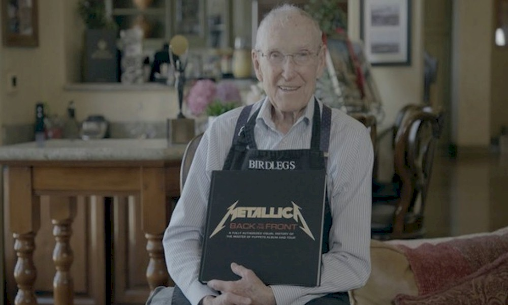 Metallica homenageia Ray Burton, pai do baixista Cliff, aos 94 anos