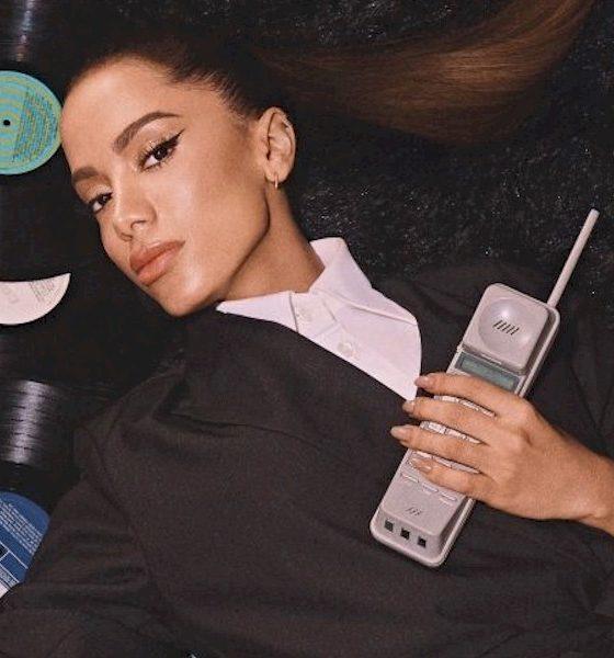 """Anitta encarna diva """"Disco"""" em nova campanha publicitária"""