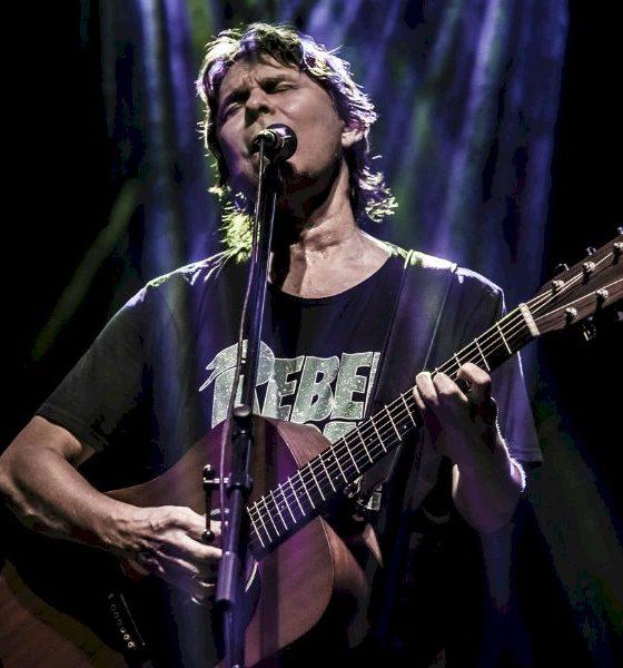 """Lô Borges lança """"Dínamo"""", novo álbum de inéditas, conta com participação de Samuel Rosa"""