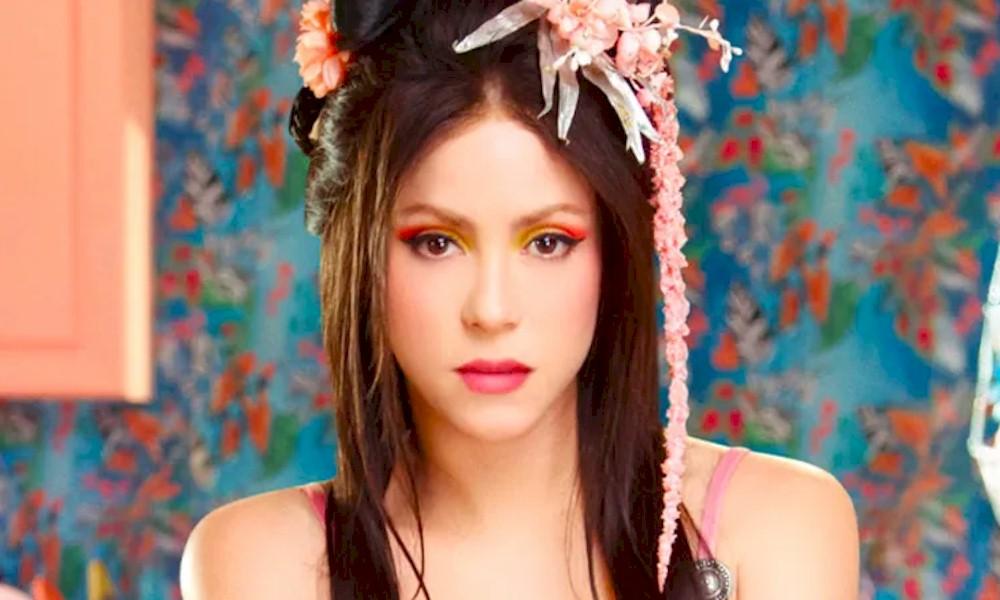 """Shakira e o rapper Anuel lançam o clipe sensual de """"Me Gusta"""""""