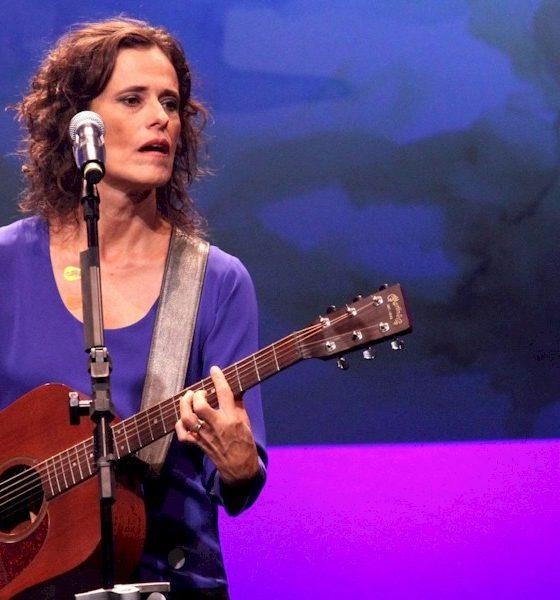 Coronavírus: Zélia Duncan cancela show e se apresenta em live