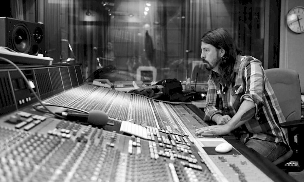 """Dave Grohl cria playlists para fases da quarentena: """"acompanhamento musical apropriado"""""""