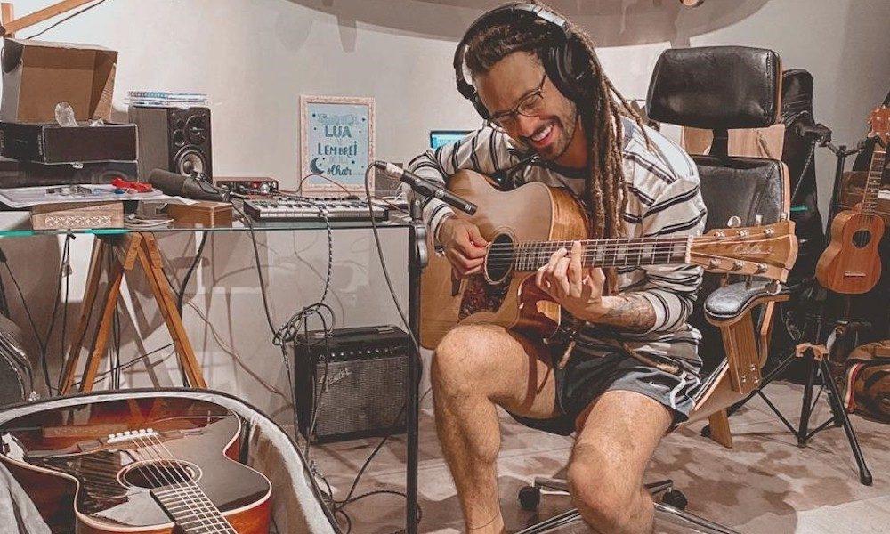 Gabriel Elias: durante quarentena do coronavírus, cantor produz novo álbum e anuncia single