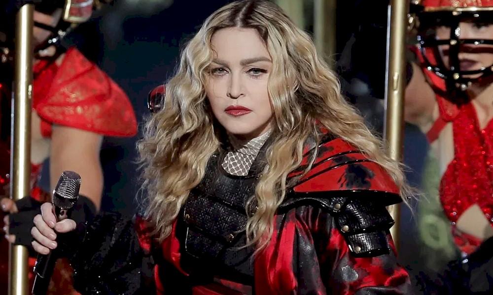 Coronavírus: Madonna se une a ativistas e doa 100 mil máscaras para presídios nos EUA