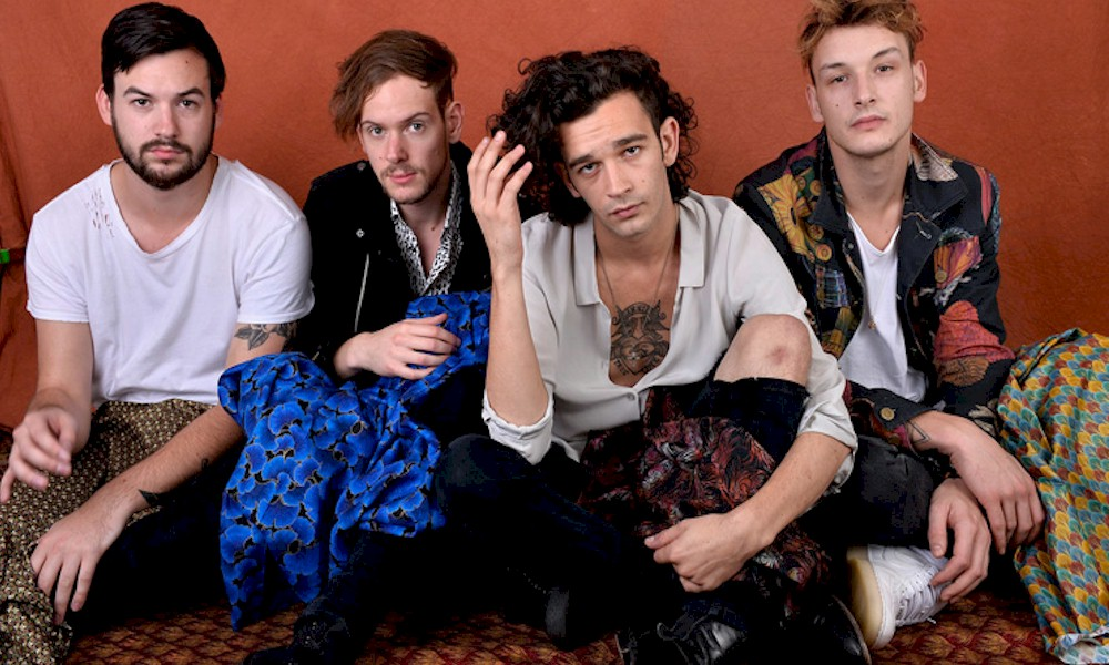 "The 1975 lança a canção ""Jesus Christ 2005 God Bless America"" com Phoebe Bridgers"