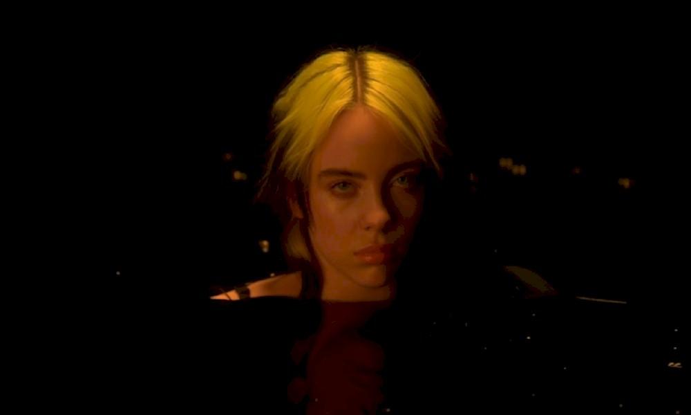 """Billie Eilish lança o clipe de """"Not My Responsibility"""" com crítica à vergonha do próprio corpo"""