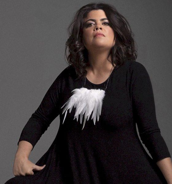 """Elogiada por Alceu Valença, Isabela Moraes lança seu primeiro single """"Tempo de Esperas"""""""