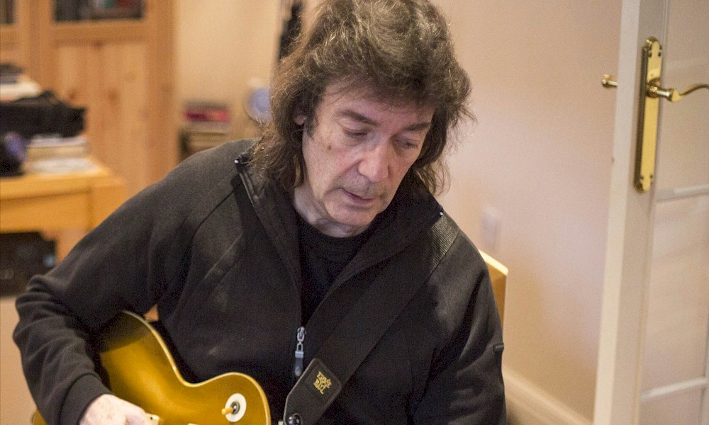 "Steve Hackett revisita Genesis no solo de guitarra de ""Firth Of Fifth"""