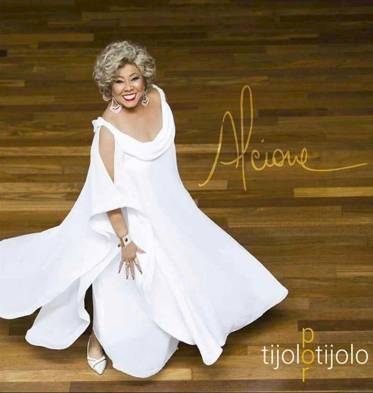 "Alcione lança seu novo álbum ""Tijolo por Tijolo"""