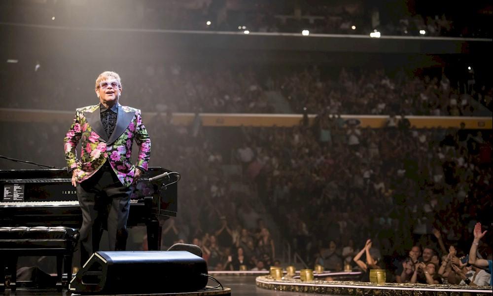 Elton John: ex-mulher Renate Blauel entra com ação judicial contra o cantor